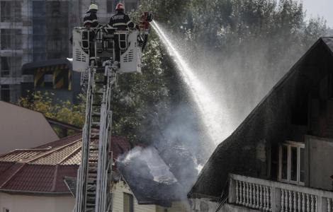 Primele imagini de la AZILUL de bătrâni care era să ardă din temelii, cu tot cu locatarii vârstnici. Ţi se sfâşie inima de durere!