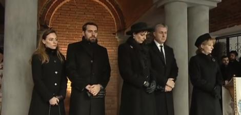 Primele imagini de la parastasul Regelui Mihai! Sute de români au venit la Curtea de Argeș pentru un ultim omagiu
