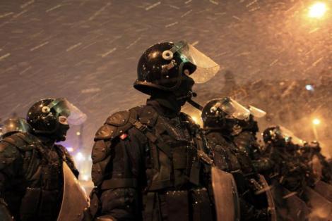 PROTESTELE DE LA 20 IANUARIE. Peste 30.000 de oameni protestează în Capitală. Mesajul de ULTIMA ORĂ al Jandarmeriei Române. Imagini cu obiectele confiscate