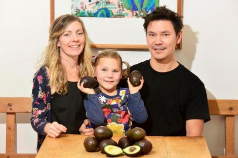 S-a vindecat de epilepsie după ce a consumat 3000 de avocado. Are numai 5 ani