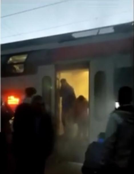 Momente de PANICĂ pentru români! Un tren CFR a luat foc (VIDEO)