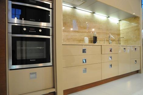 Vrei o bucătărie modernă și practică? Iată 6 motive ca să alegi un mobilier modular