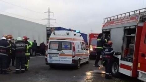 Situaţie dramatică pe o şosea din Vaslui! Patru persoane au rămas ÎNCARCERATE, după ce maşina în care se aflau s-a răsturnat