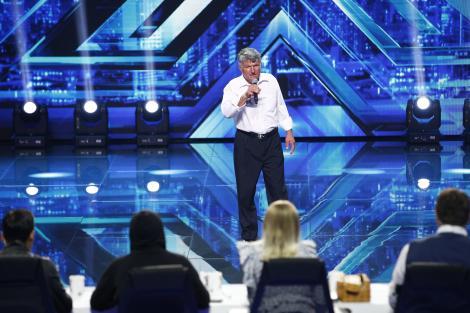 """Cântă """"cu vaca pe câmp și în căruță"""", dar a făcut-o pe Delia să danseze! Marian Tănase a revenit hotărât la """"X Factor"""". """"Dacă nici eu nu cânt bine..."""""""