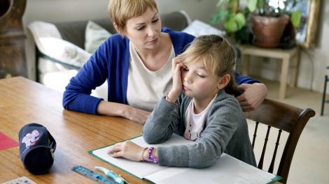 """Medic neurolog: Îmi spun unii părinți: """"Îl învăț pe fiul meu de doi ani să citească!"""" Iar eu răspund: """"Ei bine, ești un prost!"""""""