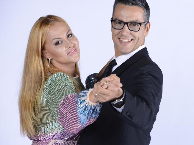 Zi specială pentru cei doi prezentatori Antena Stars. Oana Turcu și Cristi Brancu sărbătoresc zece ani de căsnicie. Care este secretul relației lor longevive