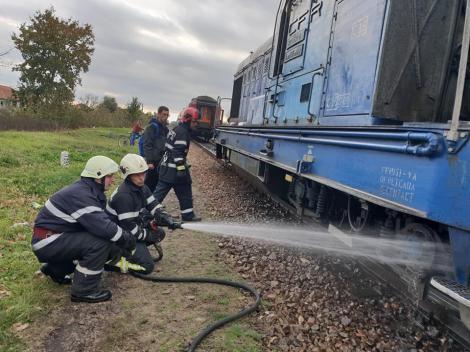 Incident feroviar GRAV! Locomotiva a luat FOC! Aproximativ 200 de persoane se aflau în tren – FOTO