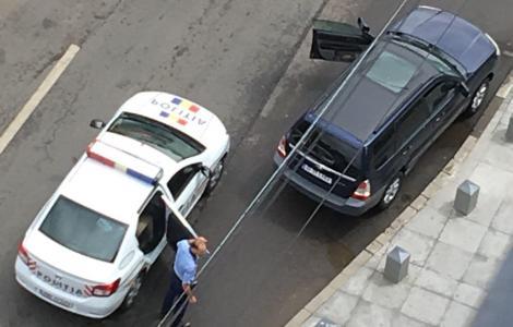 Atac sângeros în parcarea unui mall! Doi bărbați au fost înjunghiați. Ce se întâmplă cu atacatorii?