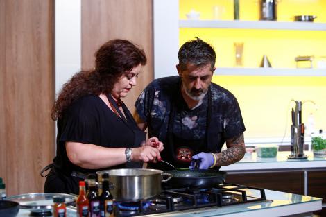 """Premiera sezonului 6, diseară, de la 20:00! Un Italian și soția sa româncă își declară război culinar la """"Chefi la cuțite"""""""