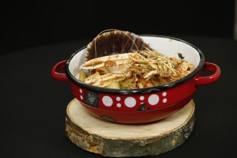 Calamarata. O rețetă de paste cu fructe de mare și sos de roșii