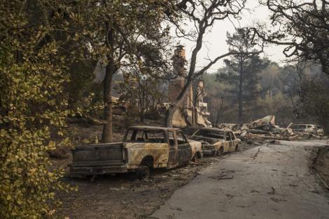 Ce rămâne în urma incendiilor din California, în care au murit 23 de persoane! Un oraș întreg a fost devastat de flăcări