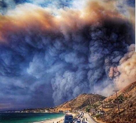 """Așa arată apocalipsa! Imagini înfiorătoare surprinse în urmă cu puțin timp: """"Nu se mai oprește. Sunt flăcările iadului"""""""