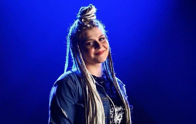 """Finalista """"The Four – Cei 4"""" Alexandra Crișan lansează piesa """"Alerg"""""""