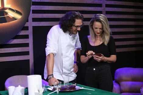 """Chef Florin Dumitrescu, surprins de fetele lui la """"Chefi la cuțite"""". Un secret de familie incredibil a ieșit la iveală. """"E primul tort făcut de fetele mele"""""""