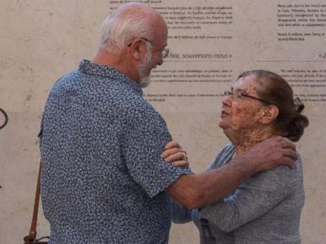 O supraviețuitoare a Holocaustului și-a regăsit salvatorii, după 70 de ani, prin Facebook. Au riscat totul și au ascuns-o de naziști