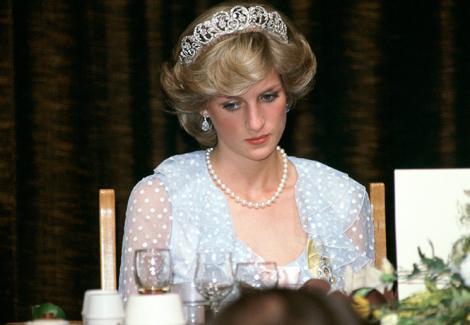 """Scrisoare emoționantă a Prințesei Diana, dezvăluită după 23 de ani. Rândurile scrise de ea sunt cutremurătoare: """"Lumina va apărea la capătul tunelului"""""""