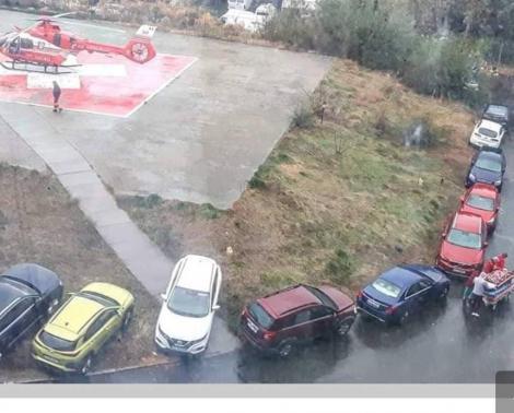 Au blocat trecerea spre Urgențe! Medici din Constanța, nevoiți să se strecoare cu targa printre autoturisme