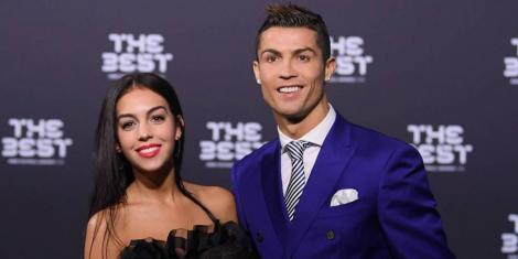Cristiano Ronaldo a spus adio burlăciei! Fotbalistul și-a cerut iubita de soție cu un impresionant inel. Cum i-au surprins paparazzi pe cei doi