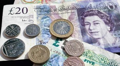 Momente de criză! Lira sterlină a scăzut dramatic, a doua cea mai mare scădere din an, după seria de demisii din guvern