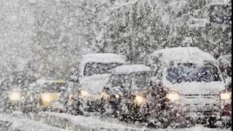 VIDEO! Ninsori puternice pe Valea Prahovei! Drumarii au împrăştiat zeci de tone de sare
