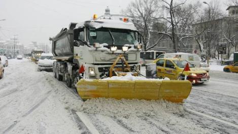 """Frig, ninsori, ploi şi vânt, în București, în weekend! Autoritățile, anunț de ultimă oră: """"700 de utilaje şi 2.500 de operatori vor asigura deszăpezirea iarna aceasta"""""""