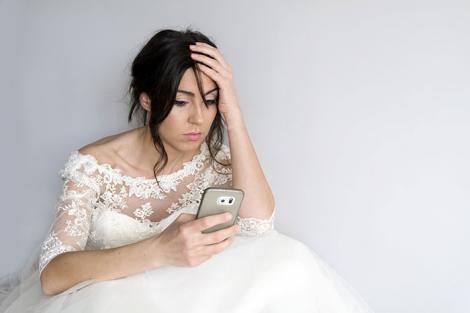 """,,Nu m-aș căsători cu el. Tu o vei face?"""" Cu o zi înainte de nuntă această femeie primește mesajele pe care iubitul i le trimitea altei femei. Ce decizie a luat"""