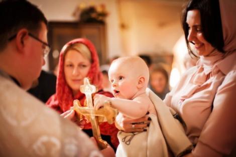 Părintele Cleopa avertizează ,,Nu se pun două nume la botez în veac. Numai unul şi ortodox! Niciodată să nu puneţi două nume la copii. De ce este interzis acest lucru