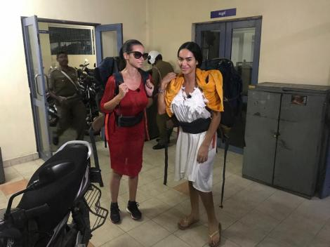 """Iuliana Luciu şi Margherita de la Clejani au ajuns la poliţie în Sri Lanka, în timpul filmãrilor la """"Asia Express"""""""
