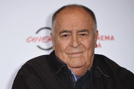"""Lumea cinematografiei este în doliu! Bernardo Bertolucci, legendarul regizor, geniul din spatele filmului """"Ultimul Împărat"""", s-a stins!"""