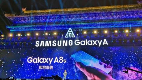 Aceasta este prima ,,gaură'' din lume pe ecranul unui smartphone! Cel mai așteptat telefon din lume este aproape de lansare!