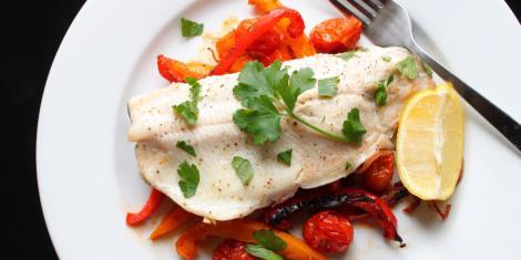 Cea mai bună rețetă cu pește și legume pe care o poți pregăti de 1 Decembrie!