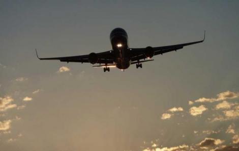 Care este cel mai SIGUR loc din avion în cazul unei PRĂBUȘIRI. Șansele de SUPRAVIEȚUIRE sunt mai mari dacă stai aici