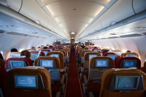 Călătorii din avion stăteau liniștiți când ceva colosal s-a întâmplat! Biletul a meritat din plin (VIDEO)