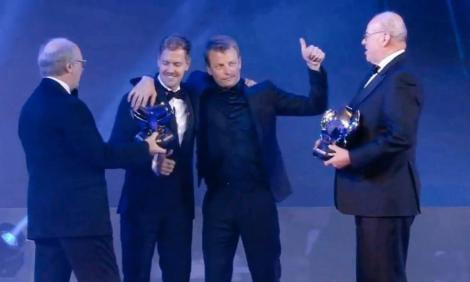 Kimi Raikkonen, fost campion mondial de formula 1, a urcat beat pe scena galei premiilor FIA! A făcut un adevărat spectacol – VIDEO