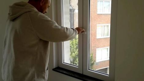 Lovitură pentru românii care stau la bloc și au termopane! Din ianuarie vor fi aplicate amenzi uriașe!