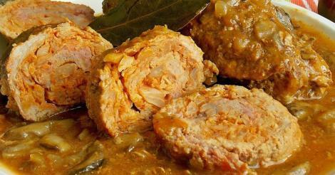 Specialități pentru masa de Crăciun: Rulada de porc umplută cu varză în sos de ciuperci