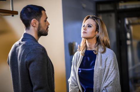 """Fructul oprit online. Sezonul 2, episodul 17. Alex poate răsufla ușurat după ce a divorțat, însă îi zboară gândul la Sonia: """"Când ești singur de Sărbători nu e prea ușor."""""""
