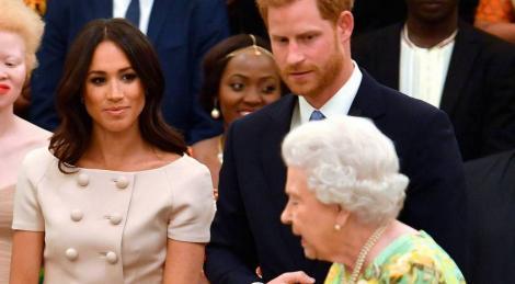 """Meghan Markle, în război cu Regina! Tabloidele o critică dur pe Ducesă, din cauza atitudinii """"capricioase"""". Ce se întâmplă la Casa Regală"""