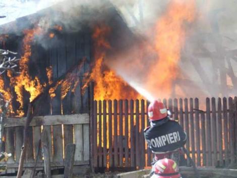 Tragedie cumplită în prag de sărbători! Trei copii au murit, după ce un incendiu a izbucnit în locuința în care au fost lăsați singuri