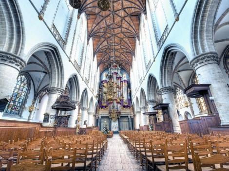 O țară din Europa, cu cel mai mic număr de creștini, și-a transformat bisericile în cluburi