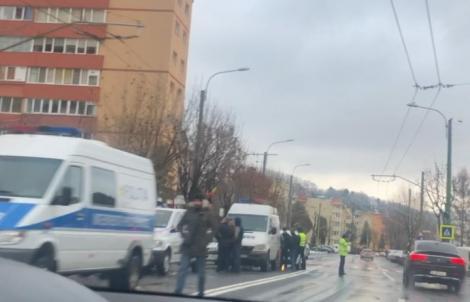 Jaf ca-n filme în România! Hoții au aruncat bancomatul în aer și au luat totul (FOTO)