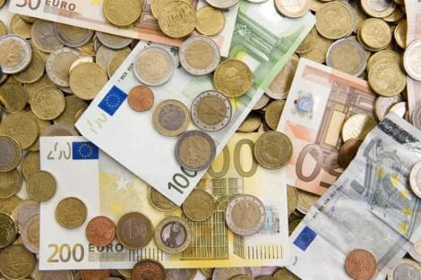 BNR Curs valutar 5 decembrie. Lovitură pentru leu. Creșteri semnificative pentru dolar și franc elvețian