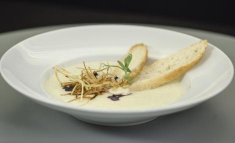 Supă cremă de țelină. Pe cât de simplă, pe atât de gustoasă și sățioasă!