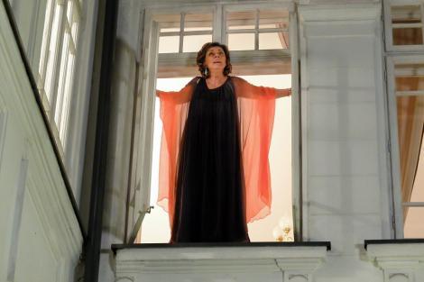 """Carmen Tănase, de la extaz la agonie în """"Fructul oprit""""! Episodul cinci te ține cu sufletul la gură și pune personajele în situații limită!"""