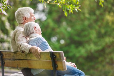 5 soluții pentru a avea grijă de sănătatea părinților tăi de la distanță