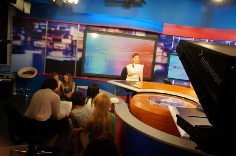 Intact Media Academy continuă înscrierile pentru prima serie din acest an a cursurilor de Prezentator şi Reporter TV