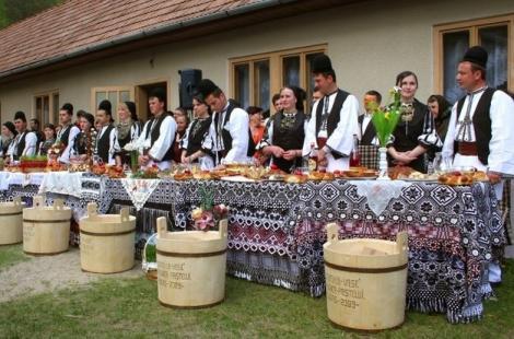 """Tradiții de Paște în Maramureș: """"Prima persoană care îți intră în cămin să fie un bărbat.Altfel, va fi discordie în casă în acel an"""""""