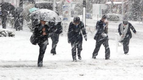 COD GALBEN de vremea rea emis de meteorologi, în urmă cu puțin timp! Va continua să ningă în Capitală!