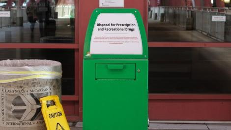 Ce probleme au alţii... Coşuri de gunoi speciale pentru marijuana, instalate pe aeroportul din Las Vegas