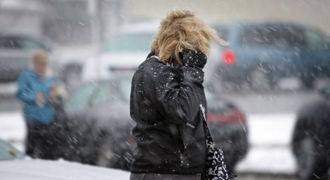 Meteorologii au emis o avertizare valabilă în TOATĂ ȚARA, începând de astăzi: Ninsori viscolite și cantități mari de precipitații